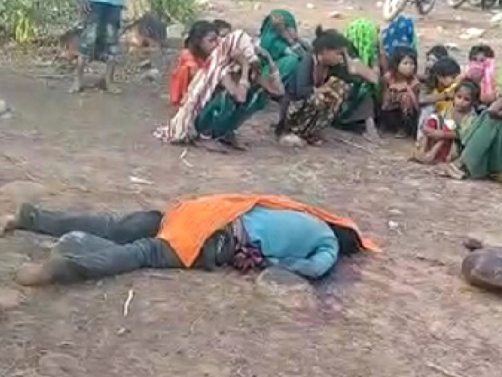 गुना के पास 50 से ज्यादा लोगों ने युवक को लात-घूंसे और डंडों से मार-मारकर अधमरा किया|गुना,Guna - Dainik Bhaskar