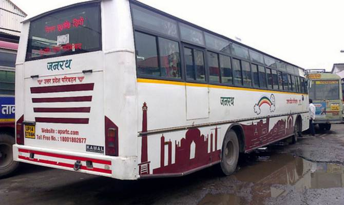 कानपुर रीजन के 6 डिपो में 656 बसें हैं। झकरकटी बस अड्डे में लगभग एक हजार से ज्यादा बसों का संचालन हर रोज किया जाता है। - Dainik Bhaskar
