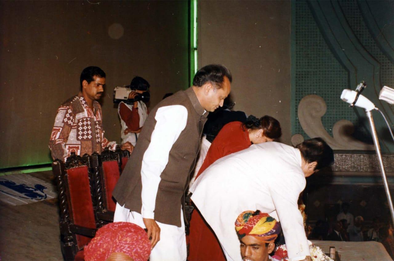 दिलीप कुमार के साथ मौजूद अशोक गहलोत।