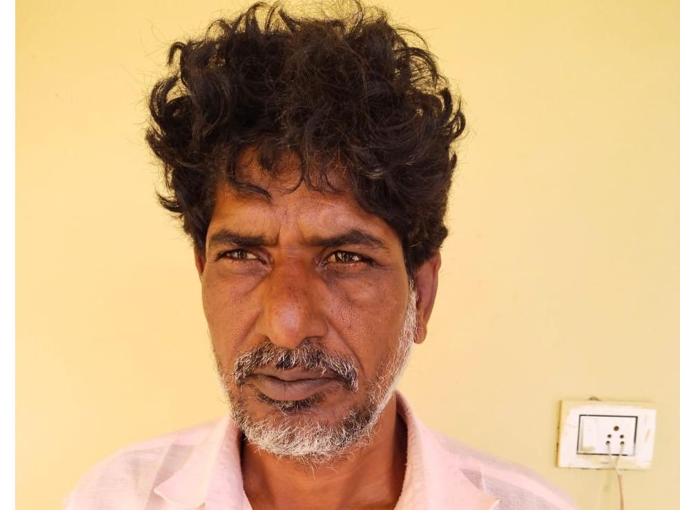हनुमानगढ़  में पुलिस की  गिरफ्त में ट्रक  चालक महावीर। - Dainik Bhaskar