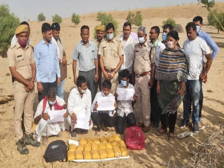 एटीएस और पुलिस की गिरफ्त में चारों तस्कर। - Dainik Bhaskar