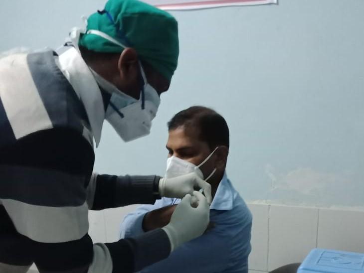 अलवर जिले में 70 साल से अधिक उम्र वाले और विदेश जाने वाले लोगों को बिना अपॉइंटमेंट के लग सकेगी वैक्सीन|अलवर,Alwar - Dainik Bhaskar