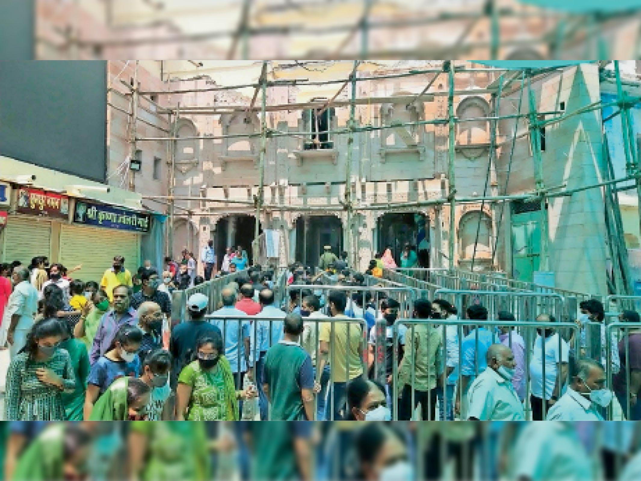 65 दिन बाद फिर से खुला मंदिर, पहले दिन राजभोग और उत्थापन झांकी में पहुंचे 1600 श्रद्धालु, 500 बाहर के नाथद्वारा,Nathdwara - Dainik Bhaskar