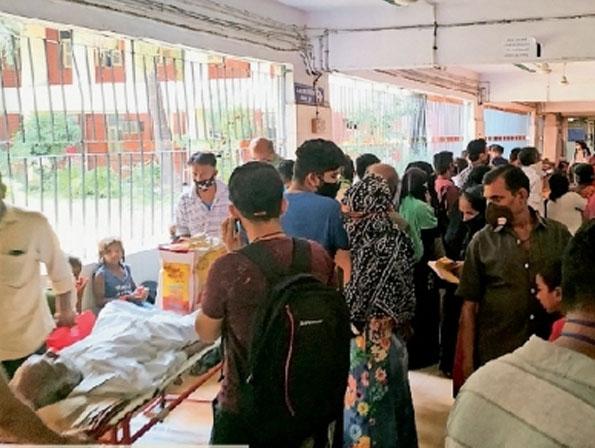 समस्या: मरीजों को सर्दी-खांसी, बुखार, बलगम व सांस लेने में हो रही दिक्कत। - Dainik Bhaskar