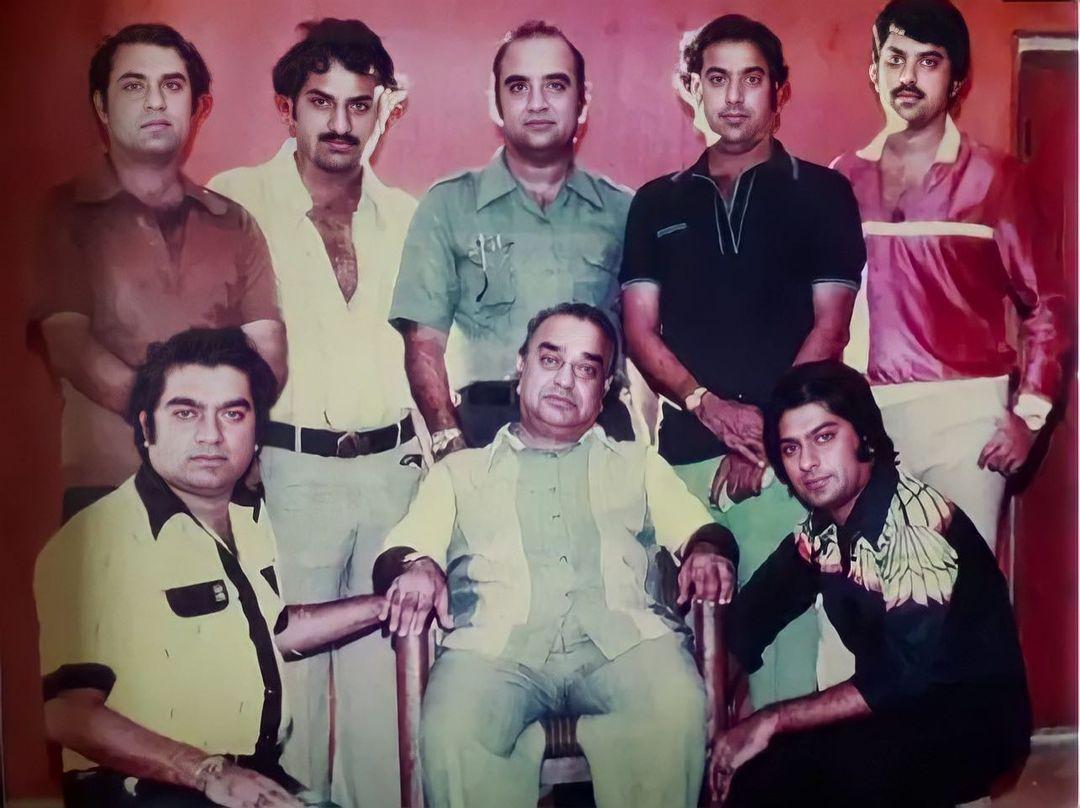 रामसे ब्रदर्स -कुमार, केशु, तुलसी , करण, किरण, श्याम, गंगू और अर्जुन रामसे
