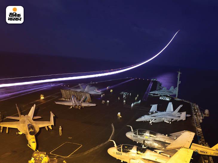 जनवरी 2012: विमानवाहक पोत जॉन सी स्टेनिस पर मौजूद लड़ाकू जेट। उत्तरी अरब सागर से ये विमान अफगानिस्तान में आतंकी ठिकानों पर बमबारी कर रहे थे। फोटो: टायरल हिक्स