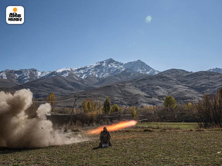 नवंबर 2013: वारदाक प्रांत में तालिबान के ठिकानों पर रॉकेट दागते हुए सईद वजीर। चालीस साल का सईद कभी रूस के खिलाफ मुजाहिदीन रहा था। फोटो: डेनियल बेरेहुलाक