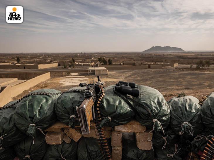 जनवरी 2020: कंधार के पास पंजवाई जिले की सीमा पर मौजूद अकेली सरकारी सुरक्षा चौकी पर आक्रामक तालिबान से हुए संघर्ष के बाद के हालात। फोटो: जिम हुयलेब्रोक