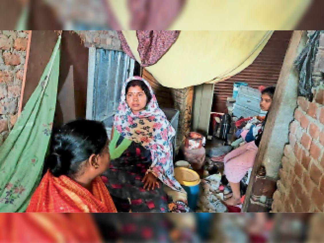27 अप्रैल को बरबीघा में एक घर लूट की घटना के बाद मायूस परिजन - Dainik Bhaskar