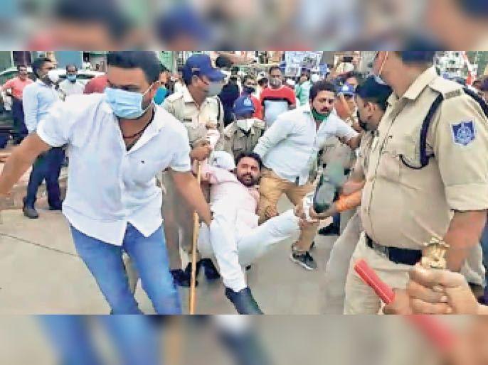 विवाद के बाद पुलिस ने कांग्रेस कार्यकर्ताओं को गिरफ्तार किया। - Dainik Bhaskar