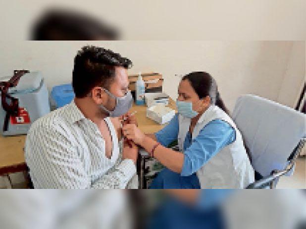सिरसा। नागरिक अस्पताल में दोपहर तक लगाया गया टीका। - Dainik Bhaskar