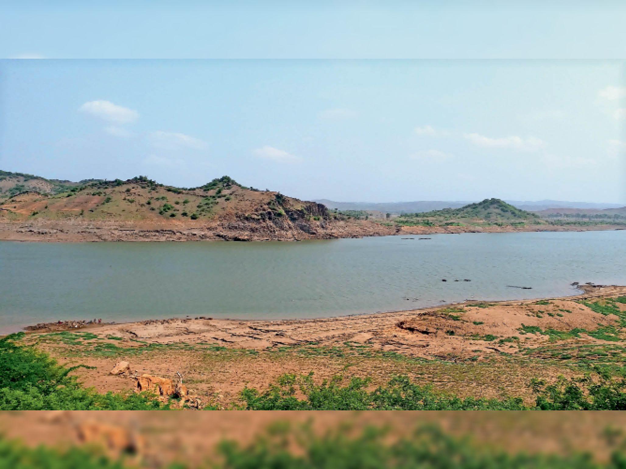 जिला मुख्यालय से 25 किमी दूर स्थित हिरण फाल। - Dainik Bhaskar