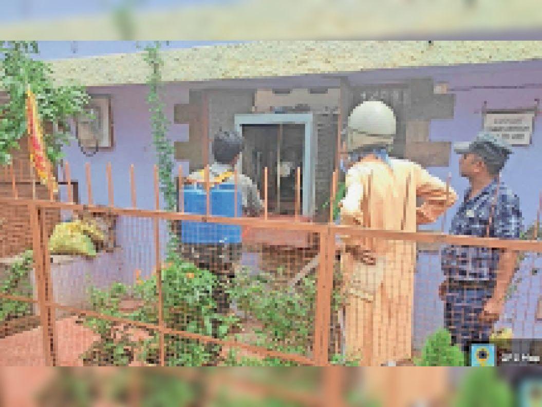 हुडको में डेंगू का मरीज मिलने के बाद निगम प्रशासन ने जांच शुरू की। - Dainik Bhaskar