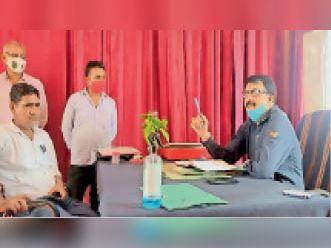 बच्चों की पढ़ाई पर नहीं दिया ध्यान, संस्था प्रधान समेत दो को कारण बताओ नोटिस|धौलपुर,Dholpur - Dainik Bhaskar