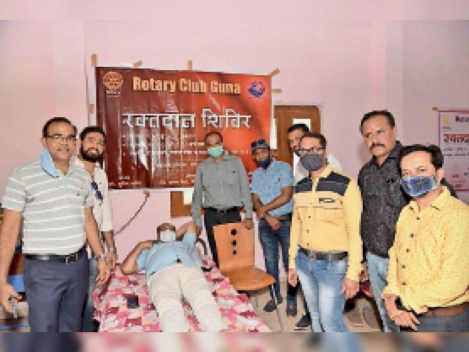 रोटरी क्लब रॉयल ने पौधरोपण के साथ किया 24 यूनिट रक्तदान। - Dainik Bhaskar