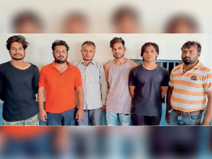 राजावास पुलिस की गिरफ्त में पति नीरज व उसके रिश्तेदार। - Dainik Bhaskar