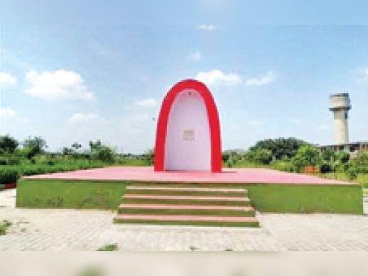 नसीबपुर स्थित शहीदी स्मारक जहां प्रस्तावित है वार मैमोरियल पार्क। - Dainik Bhaskar