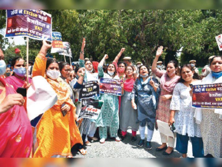 दिल्ली में पेट्रोल 100 के पार; कांग्रेस का धर्मेंद्र प्रधान के निवास पर प्रदर्शन|दिल्ली + एनसीआर,Delhi + NCR - Dainik Bhaskar