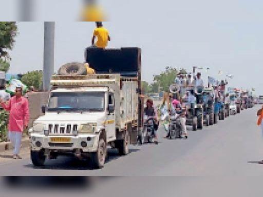 ट्रैक्टर रैली निकालते बावल चौरासी के किसान। - Dainik Bhaskar
