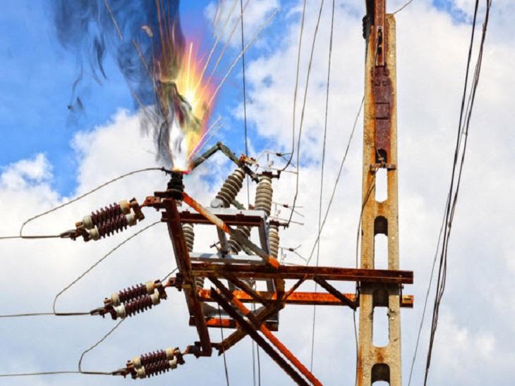 बिजली कटौती कानपुर वासियों के लिए परेशानी का सबब बनी हुई है। महानगर के घनी आबादी के बीच लो वोल्टेज की समस्या हर दिन विकराल होतीजा रही है। - Dainik Bhaskar