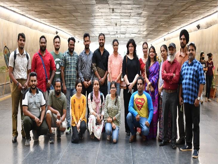 सेक्टर 16-17 की अंडरपास गैलरी में लगी ग्रुप एग्जीबिशन; 44 युवा प्रिंट मेकर्स बने हैं हिस्सा, एब्सट्रेक्ट, फिगरेटिव और रियलिस्टिक स्टाइल में डिसप्ले किए हैं आर्टवर्क चंडीगढ़,Chandigarh - Dainik Bhaskar