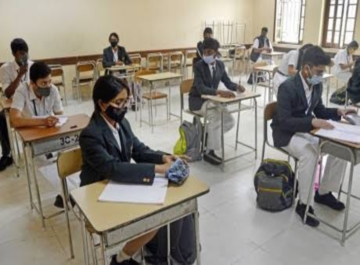प्राइवेट स्कूल एसोसिएशन 19 जुलाई से यूपी में स्कूल खोलने की कर रहे मांग।- प्रतीकात्मक चित्र - Dainik Bhaskar