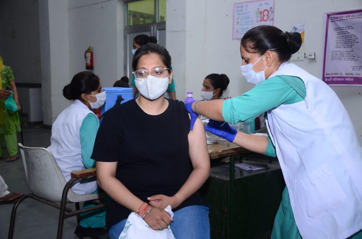 आज सिविल अस्पताल व लिंक काॅलोनी में लगेगी कोविशील्ड, 5 जगहों पर लगवा सकेंगे कोवैक्सीन की दोनों डोज जालंधर,Jalandhar - Dainik Bhaskar