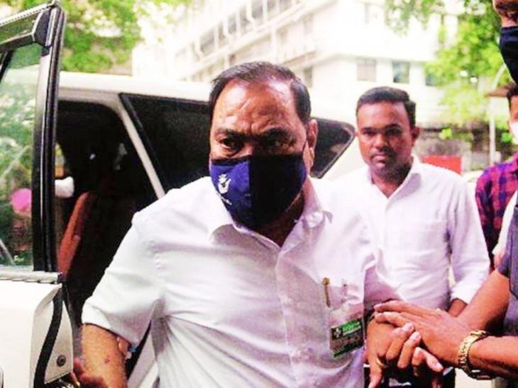 एकनाथ खडसे ने भूमि सौदे और कुछ अन्य आरोपों के बाद 2016 में फडणवीस सरकार के मंत्रिमंडल से इस्तीफा दे दिया था-फाइल फोटो - Dainik Bhaskar