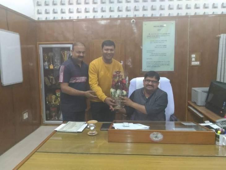 बीजेपी के नेताओं के साथ आरोपी राहुल शिवहरे।