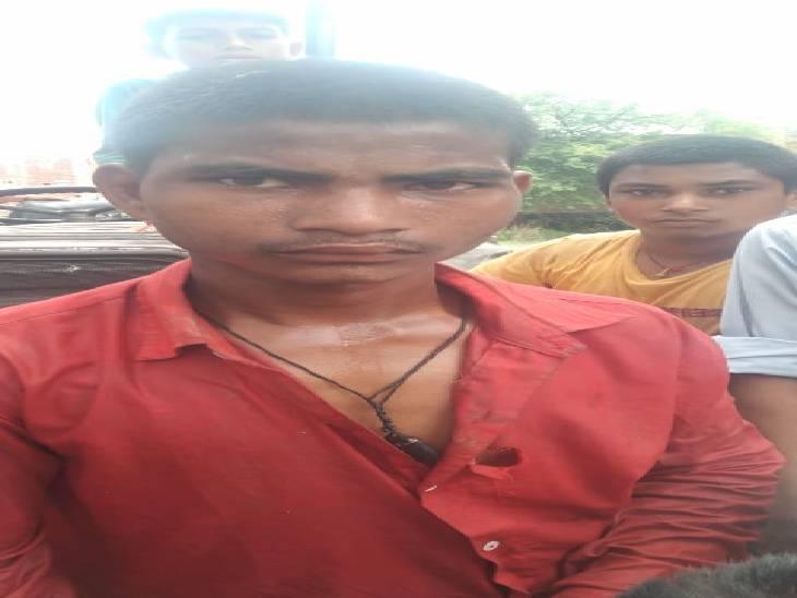 चोरी कर नदी में छुपाता था बाइक, ग्रामीणों ने बाइक चुराते पकड़ा; पुलिस ने दो चारी की बाइक की बरामद लखनऊ,Lucknow - Dainik Bhaskar