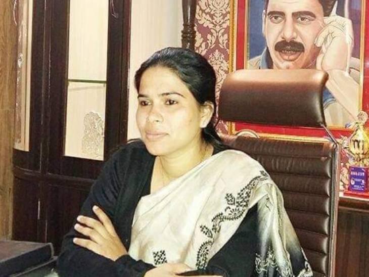 प्रयागराज में 5साल पहले हुए सराफा कारोबारी की हत्या में CBI ने मर्डर सीन दोहराया; पूजा पाल समेत 7 आरोपियों से होगी पूछताछ|प्रयागराज (इलाहाबाद),Prayagraj (Allahabad) - Dainik Bhaskar