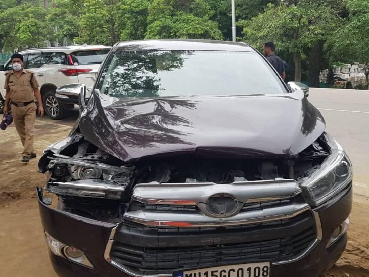 CM योगी से मिलने आ रहे थे अखाड़ा परिषद अध्यक्ष नरेंद्र गिरि और महामंत्री हरि गिरि; लखनऊ में दूसरी गाड़ी से हुई भिड़ंत, दोनों संत बाल-बाल बचे|प्रयागराज (इलाहाबाद),Prayagraj (Allahabad) - Dainik Bhaskar