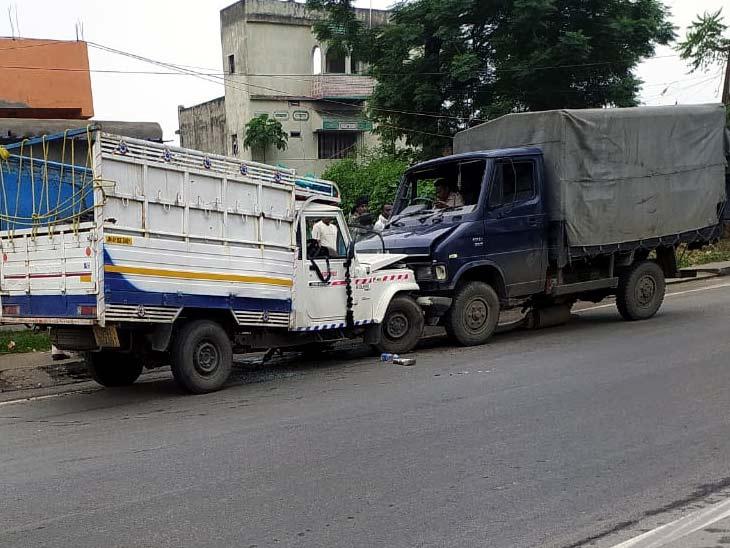 पुलिस घटनास्थल से दोनों क्षतिग्रस्त वाहनों को कसमार थाना ले गई। - Dainik Bhaskar