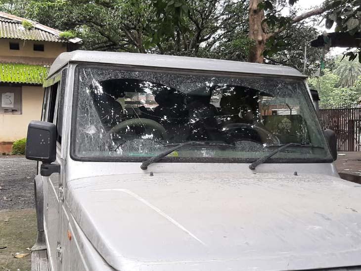 पत्थर लदे ट्रकों की जांच के लिए पहुंचे थे दोनों अधिकारी, हंगामा कर रहे युवकों को रोकने पर लोगों ने की दो पुलिस जवानों की पिटाई|झारखंड,Jharkhand - Dainik Bhaskar