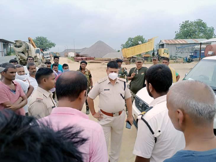 रेलवे थर्ड लाइन निर्माण कंपनी के कैंप में बाइक सवार 4 अपराधियों ने चलाई गोली, कंटेनर ड्राइवर जख्मी; अपराधियों ने मौके पर छोड़ा पर्चा|रांची,Ranchi - Dainik Bhaskar