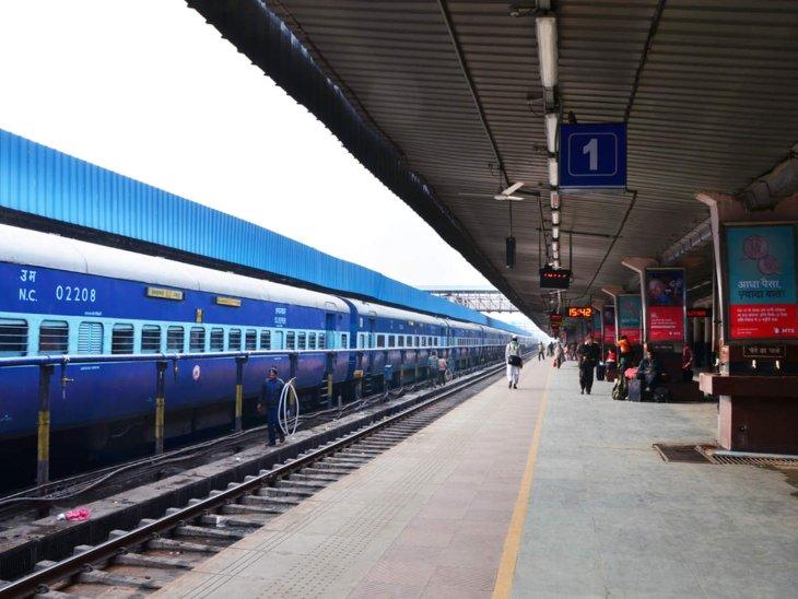 कोरोना महामारी के कारण रेलवे विभाग की रफ्तार काफी थम गई थी। - Dainik Bhaskar