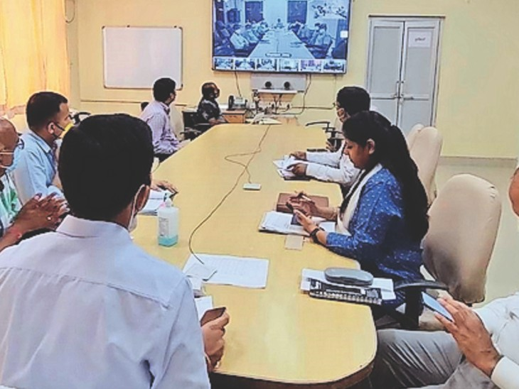 जिला कलेक्टर के निर्देश - जिनकी दूसरी डोज ड्यू है, उन्हें पहलेलगाएं कोरोना टीका|भरतपुर,Bharatpur - Dainik Bhaskar