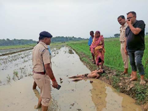राजगीर में जांच करती पुलिस।
