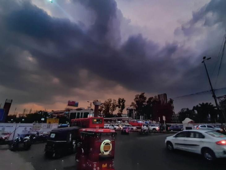 बोर्ड ऑफिस चौराहा.. शाम 7 बजे के बाद छाए बादल। - Dainik Bhaskar