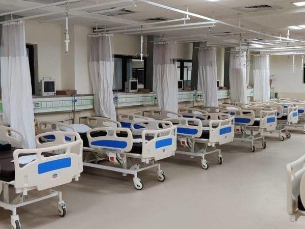 कोरोना की तीसरी लहर से निपटने के लिए जिला प्रशासन द्वारा 10 हजार बेड का रिजर्व तैयार करने नर्सिंग कॉलेजों पर बनाए गए दबाव का असर बुधवार को देखने को मिला। - Dainik Bhaskar