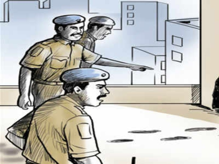 लग्जरी गाड़ियों में आए युवक पुलिस कर्मियों को सरकारी गाड़ी समेत गड्ढे में गिरा फरार|बिलासपुर,Bilaspur - Dainik Bhaskar