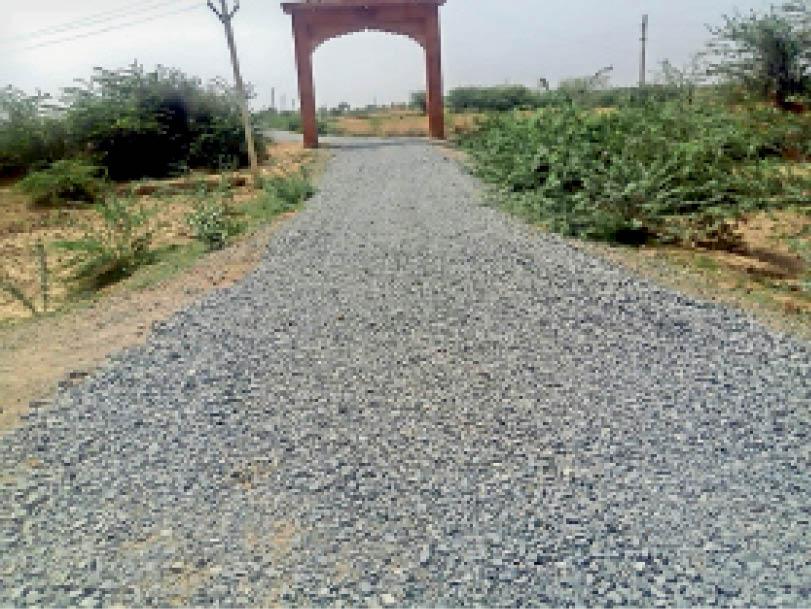 जग्गा वाले हनुमान मंदिर की रोड बनती हुई । - Dainik Bhaskar