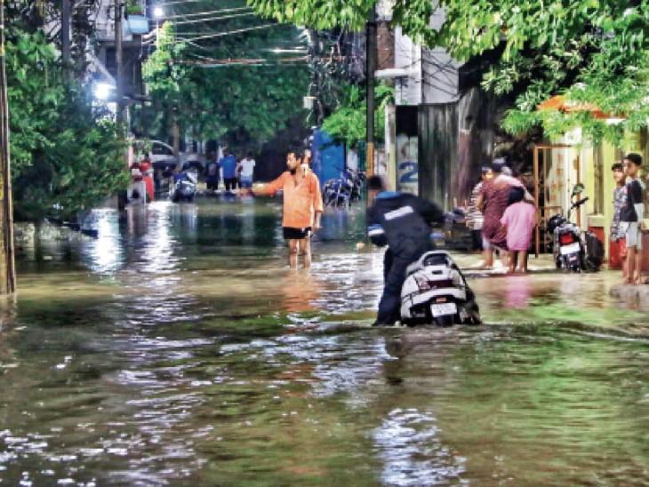 5 साल में 9 प्लान, करोड़ों का स्मार्ट ड्रेन; सब जलमग्न, काॅलोनी में 30 मिनट की बारिश में ही जलविहार|रायपुर,Raipur - Dainik Bhaskar