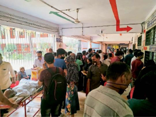 भीड़ ऐसी कि सैंपल देने में ही 2 से 3 घंटे लग रहे - Dainik Bhaskar