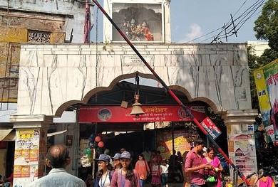 जूना अखाड़ा के राष्ट्रीय महामंत्री व महामंडलेश्वर महंत प्रेम गिरि के मुताबिक आनंदेश्वर मंदिर परमट, श्री पंच दशनाम जूना अखाड़ा की संपत्ति है। - Dainik Bhaskar
