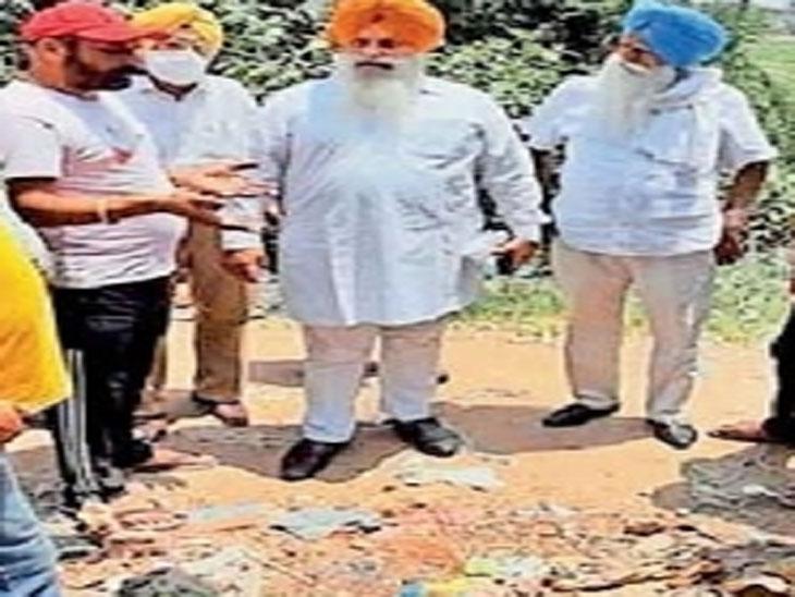 गुटका साहिब के पवित्र अंगों को गुरुद्वारा साहिब में रखवा दिया गया है। फाइल फोटो - Dainik Bhaskar