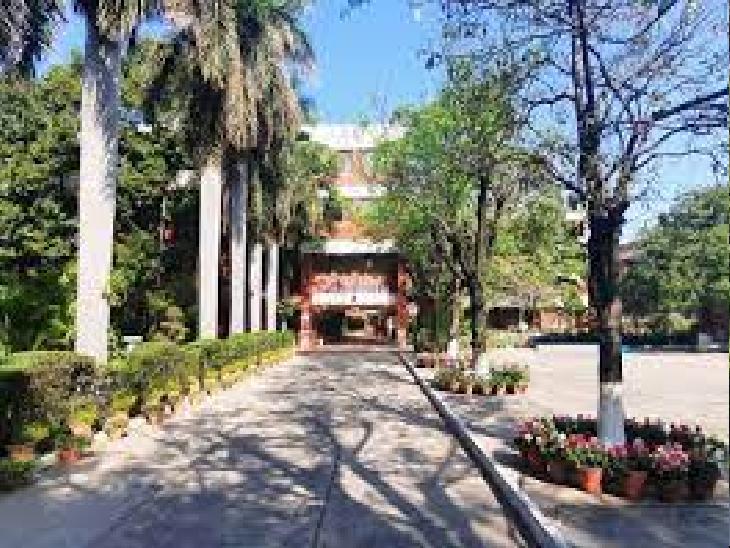 पूर्व टीचर ने ही स्कूल के ऑनलाइन सिस्टम को हैक कर की डाटा से छेड़छाड़; गिरफ्तारी के बाद साफ होगी मंशा, फिलहाल आरोपी फरार चंडीगढ़,Chandigarh - Dainik Bhaskar
