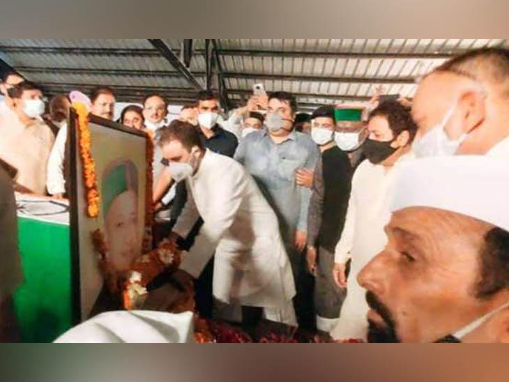 शिमला में हिमाचल प्रदेश के पूर्व मुख्यमंत्री वीरभद्र सिंह को श्रद्धासुमन अर्पित करते कांग्रेस के पूर्व राष्ट्रीय अध्यक्ष राहुल गांधी। - Dainik Bhaskar