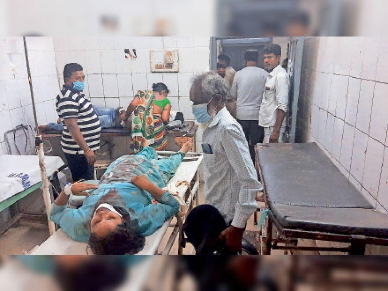 एमजीएम में भर्ती घायल सनीमून। - Dainik Bhaskar