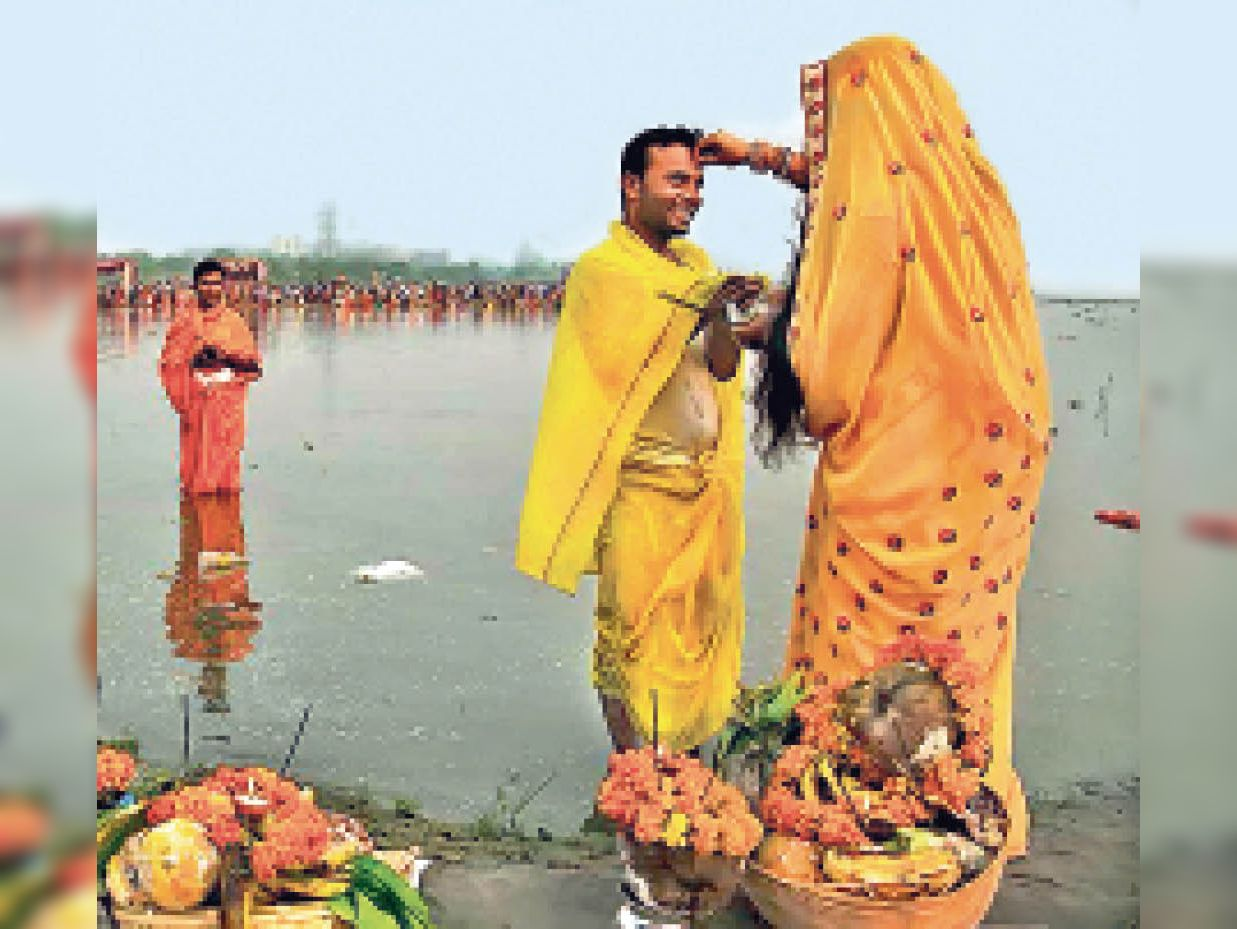 झारखंड की महिलाएं घरेलू फर्ज निभाने में हर दिन औसतन 339 मिनट परिवार पर खर्च कर रहीं, मगर पुरुष सिर्फ 113 मिनट ही समय दे रहे|रांची,Ranchi - Dainik Bhaskar